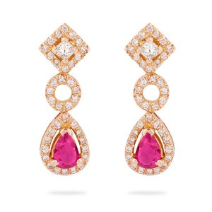 Pendientes de Oro rosa de 1ª Ley compuestos por dos diamantes talla princesa centrales, brillantes y dos Rubíes talla pera